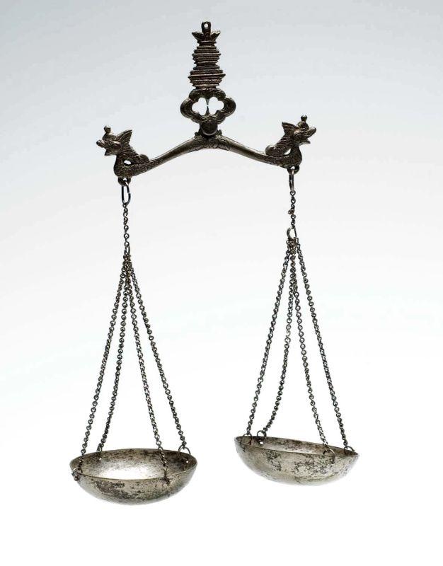 collectie_tropenmuseum_zilveren_weegschaal_met_ijzeren_balans_tmnr_3934-16